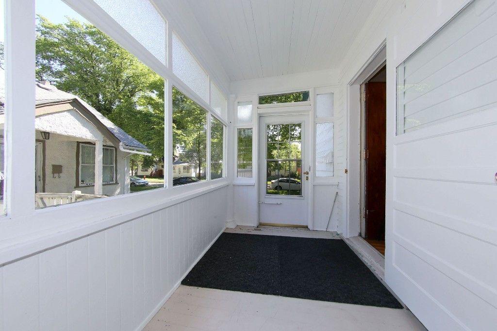 Photo 2: Photos: 604 Ashburn Street in Winnipeg: West End Single Family Detached for sale (West Winnipeg)  : MLS®# 1611072