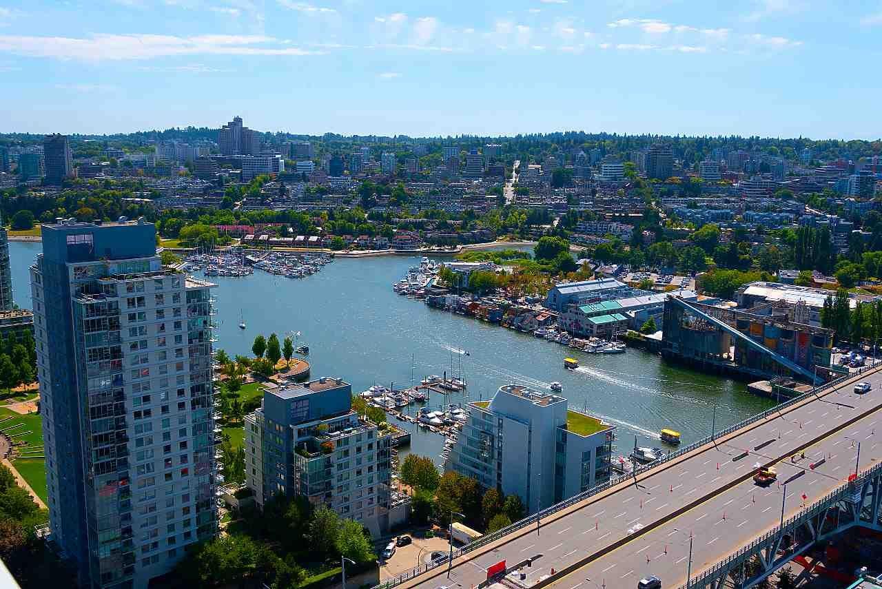 """Photo 15: Photos: 3703 1480 HOWE Street in Vancouver: Yaletown Condo for sale in """"Vancouver House"""" (Vancouver West)  : MLS®# R2527999"""
