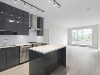 """Photo 2: 104 1768 GILMORE Avenue in Burnaby: Brentwood Park Condo for sale in """"Escala"""" (Burnaby North)  : MLS®# R2398729"""