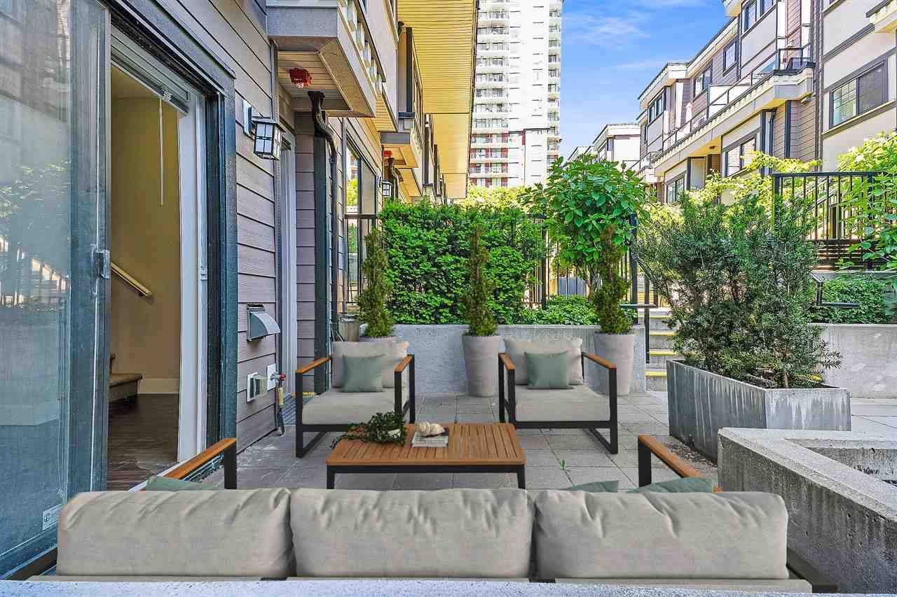"""Main Photo: 10 838 ROYAL Avenue in New Westminster: Downtown NW Townhouse for sale in """"Brickstone Walk 2"""" : MLS®# R2589641"""