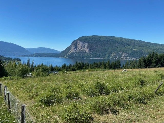 Main Photo: 6611 Northeast 70 Avenue in Salmon Arm: Lyman Hill House for sale : MLS®# 10235666