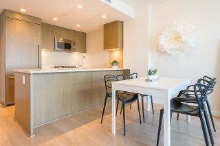 Photo 10: 901 125 E 14TH STREET in North Vancouver: Central Lonsdale Condo for sale : MLS®# R2330786