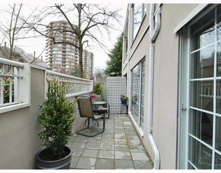 """Photo 10: 102 1525 PENDRELL Street in Vancouver: West End VW Condo for sale in """"CHARLOTTE GARDENS"""" (Vancouver West)  : MLS®# V754405"""