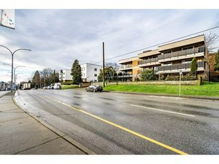 """Photo 2: 405 715 ROYAL Avenue in New Westminster: Uptown NW Condo for sale in """"Vista Royale"""" : MLS®# R2328335"""