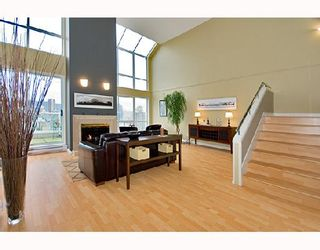 """Photo 3: PH1 1500 HOWE Street in Vancouver: False Creek North Condo for sale in """"DISCOVERY"""" (Vancouver West)  : MLS®# V677666"""
