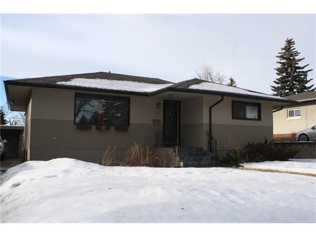 Main Photo: 67 CONNAUGHT DR NW in Calgary: Cambrian Heights House for sale : MLS®# C4047150