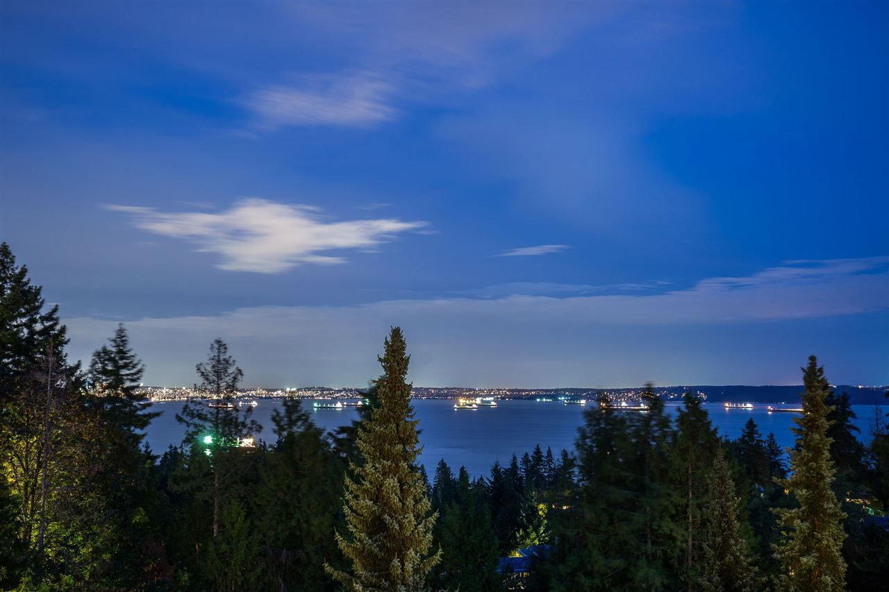 Main Photo: 4936 EDENDALE LANE in West Vancouver: Caulfeild House for sale : MLS®# R2403574