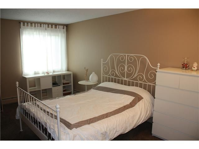 Photo 10: Photos: 3207 80 GLAMIS Drive SW in CALGARY: Glamorgan Condo for sale (Calgary)  : MLS®# C3568501