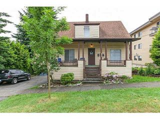 Photo 1: 406 ELEVENTH Street in New Westminster: Uptown NW House for sale : MLS®# R2136434