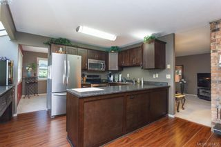 Photo 6: 12 4056 N Livingstone Ave in VICTORIA: SE Mt Doug Row/Townhouse for sale (Saanich East)  : MLS®# 766389
