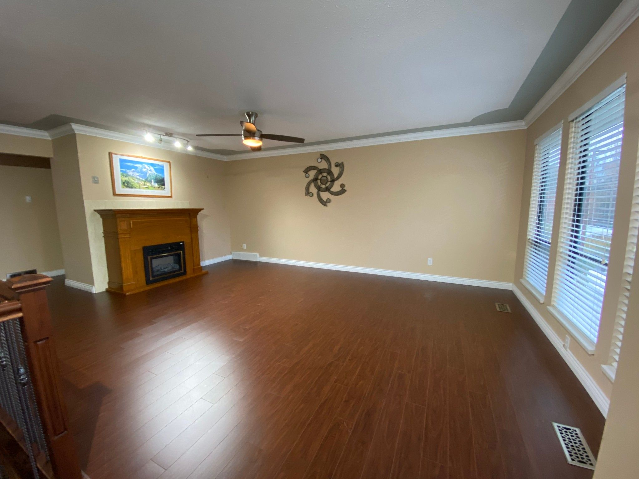 Photo 2: Photos: Upper 3293 Horn St. in Abbotsford: Central Abbotsford House for rent
