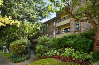 """Photo 1: 108 1266 W 13TH Avenue in Vancouver: Fairview VW Condo for sale in """"LANDMARK SHAUGHNESSY"""" (Vancouver West)  : MLS®# R2002053"""