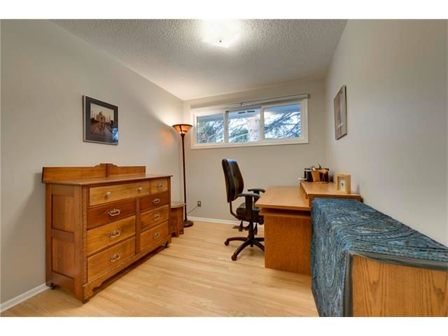 Photo 14: Photos: 3235 BEARSPAW Drive NW in Calgary: Brentwood House for sale : MLS®# C4053650