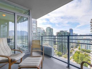"""Photo 10: 2301 1205 W HASTINGS Street in Vancouver: Coal Harbour Condo for sale in """"CIELO"""" (Vancouver West)  : MLS®# R2191331"""