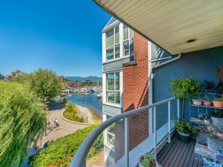 """Photo 35: 307 1502 ISLAND PARK Walk in Vancouver: False Creek Condo for sale in """"The Lagoons"""" (Vancouver West)  : MLS®# R2606940"""