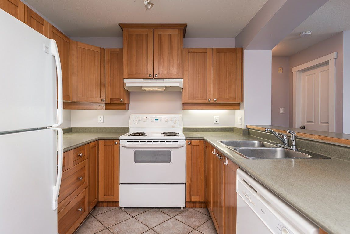 """Photo 6: Photos: 404 1438 PARKWAY Boulevard in Coquitlam: Westwood Plateau Condo for sale in """"MONTREUX"""" : MLS®# R2161413"""
