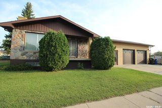 Photo 1: 2324 20th Street West in Saskatoon: Meadowgreen Residential for sale : MLS®# SK870226