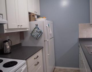 """Photo 5: 301 155 E 5TH Street in North_Vancouver: Lower Lonsdale Condo for sale in """"WINCHESTER ESTATES"""" (North Vancouver)  : MLS®# V750081"""