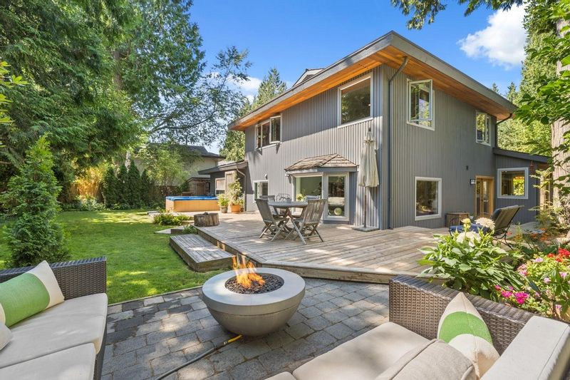 FEATURED LISTING: 2022 OCEAN CLIFF Place Surrey