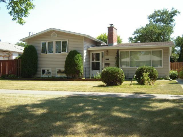 Main Photo: 840 Centennial Street in WINNIPEG: River Heights / Tuxedo / Linden Woods Residential for sale (South Winnipeg)  : MLS®# 1215411