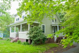 Photo 2: 160 High Street in Bridgewater: 405-Lunenburg County Residential for sale (South Shore)  : MLS®# 202113634