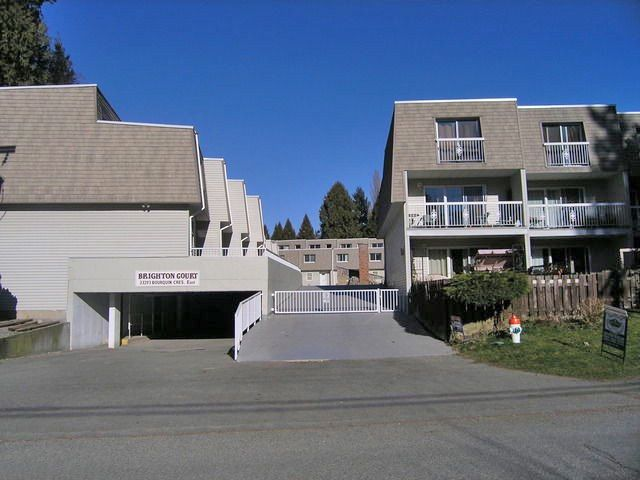 Main Photo: 4 33293 E BOURQUIN Crescent in Abbotsford: Central Abbotsford Townhouse for sale : MLS®# R2135659