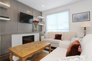 """Photo 2: 7 1338 FOSTER Street: White Rock Townhouse for sale in """"EARLS COURT"""" (South Surrey White Rock)  : MLS®# R2051150"""