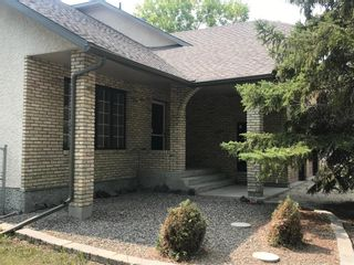 Photo 2: 586 Forbes Road in Winnipeg: South St Vital Residential for sale (2M)  : MLS®# 202120539