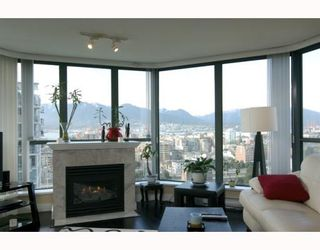 """Photo 1: 1904 1088 QUEBEC Street in Vancouver: Mount Pleasant VE Condo for sale in """"THE VICEROY"""" (Vancouver East)  : MLS®# V754003"""