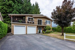 Photo 1: 19512 120 Avenue in Pitt Meadows: Central Meadows House for sale : MLS®# R2611017