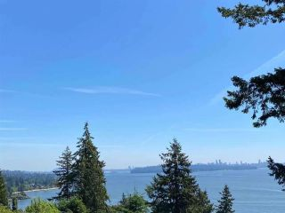 """Photo 4: 485 HAYES Street in West Vancouver: West Bay House for sale in """"West Bay"""" : MLS®# R2582198"""