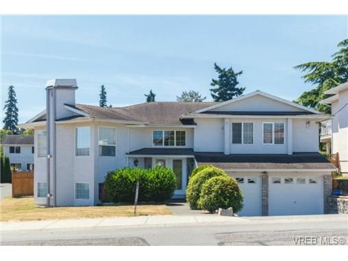 Main Photo: 1283 Santa Rosa Ave in VICTORIA: SW Strawberry Vale House for sale (Saanich West)  : MLS®# 705878
