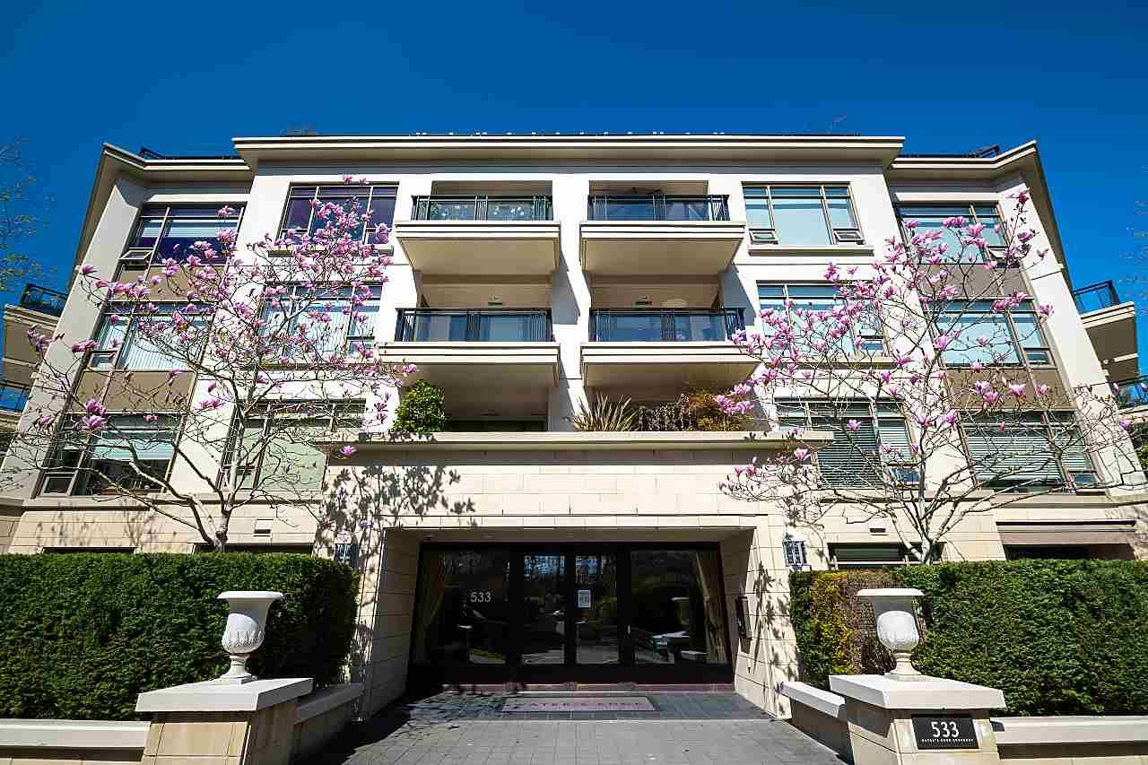 """Main Photo: 305 533 WATERS EDGE Crescent in West Vancouver: Park Royal Condo for sale in """"WATER EDGE"""" : MLS®# R2569218"""