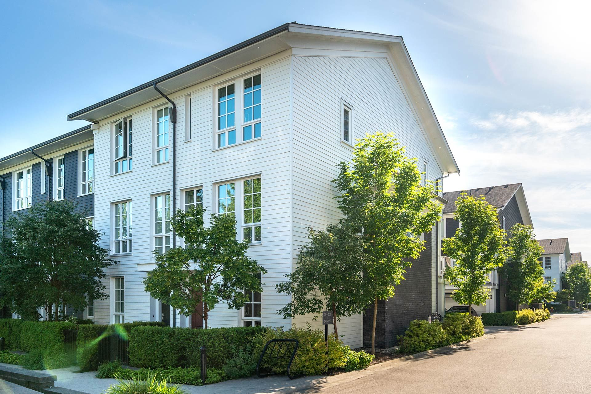 """Photo 42: Photos: 154 548 FOSTER Avenue in Coquitlam: Coquitlam West Townhouse for sale in """"BLACK + WHITE"""" : MLS®# R2587208"""