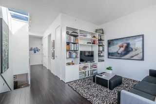 """Photo 19: 1702 1708 COLUMBIA Street in Vancouver: Mount Pleasant VW Condo for sale in """"Wall Centre False Creek"""" (Vancouver West)  : MLS®# R2580995"""