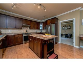 Photo 3: 6878 198B Street in Langley: Willoughby Heights House for sale : MLS®# R2189371
