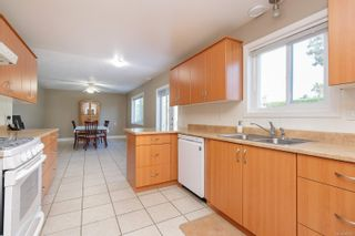 Photo 4: 682 Peto Crt in : SW Glanford House for sale (Saanich West)  : MLS®# 883176
