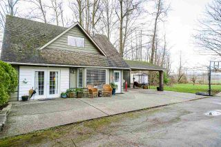 Photo 4: 17285 65A Avenue in Surrey: Cloverdale BC House for sale (Cloverdale)  : MLS®# R2527838