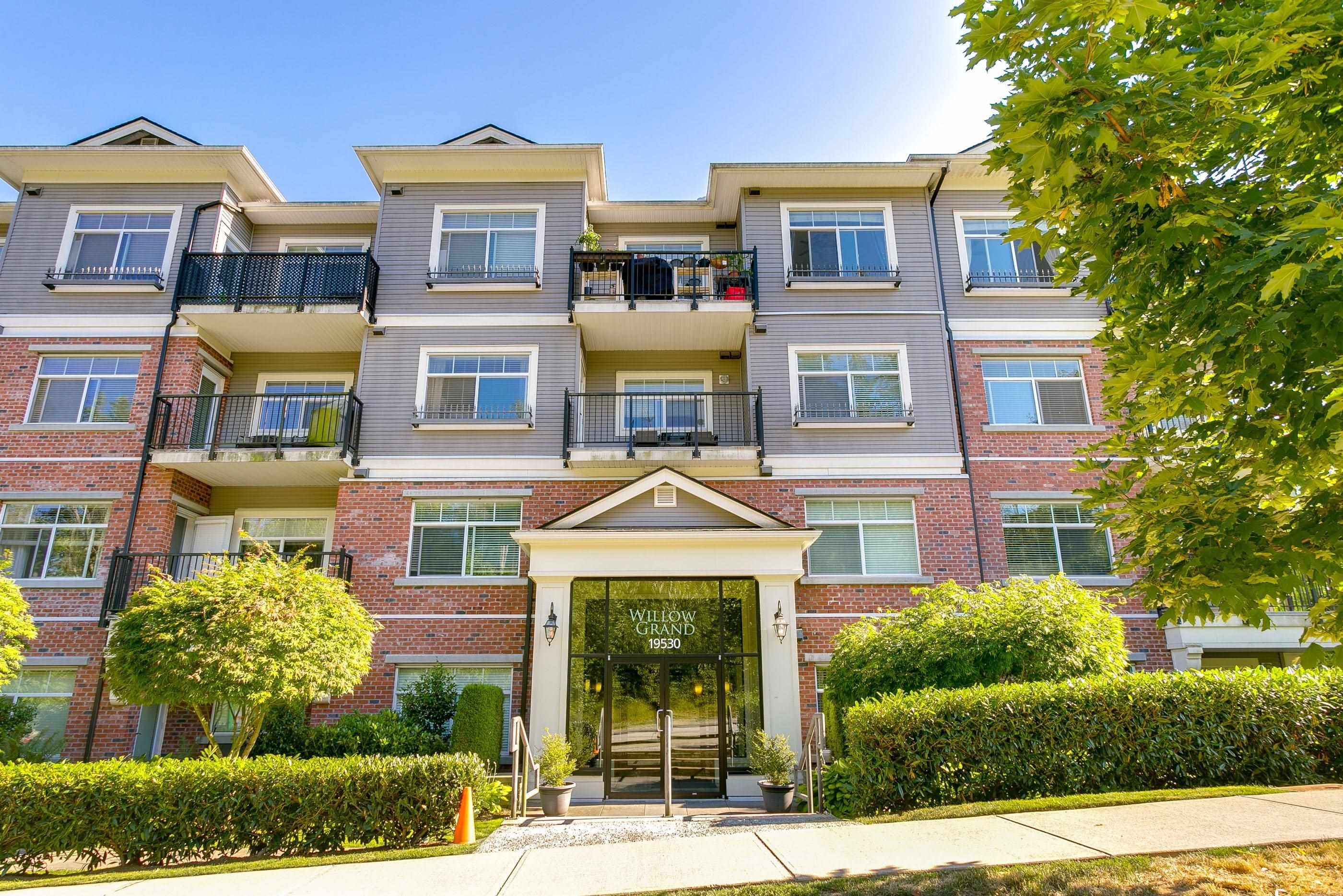 """Main Photo: 101 19530 65 Avenue in Surrey: Clayton Condo for sale in """"WILLOW GRAND"""" (Cloverdale)  : MLS®# R2620784"""