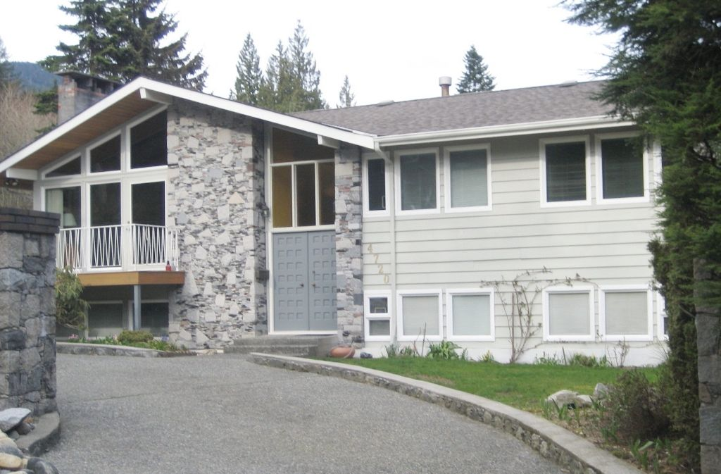 """Main Photo: 4720 RAMSAY Road in North Vancouver: Lynn Valley House for sale in """"Upper Lynn"""" : MLS®# V883000"""