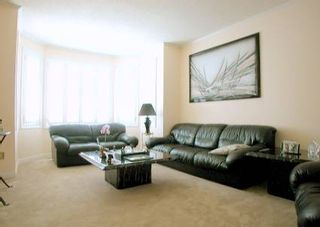 Photo 3: 76 Longwater Chase Chse: House (2-Storey) for sale (N11: LOCUST HIL)  : MLS®# N916405