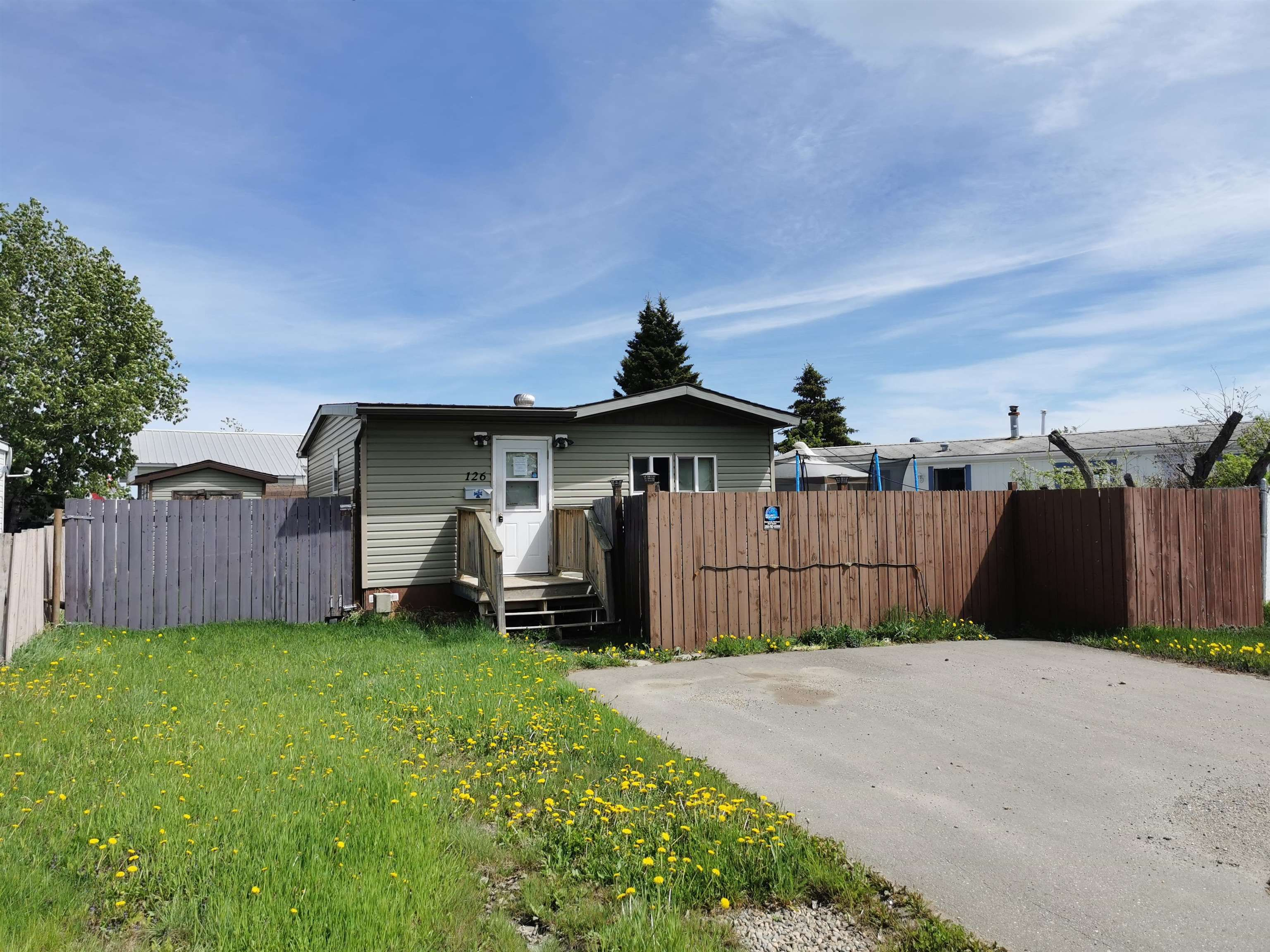 """Main Photo: 126 8420 ALASKA Road in Fort St. John: Fort St. John - City SE Manufactured Home for sale in """"PEACE COUNTRY MOBILE HOME PARK"""" (Fort St. John (Zone 60))  : MLS®# R2623096"""