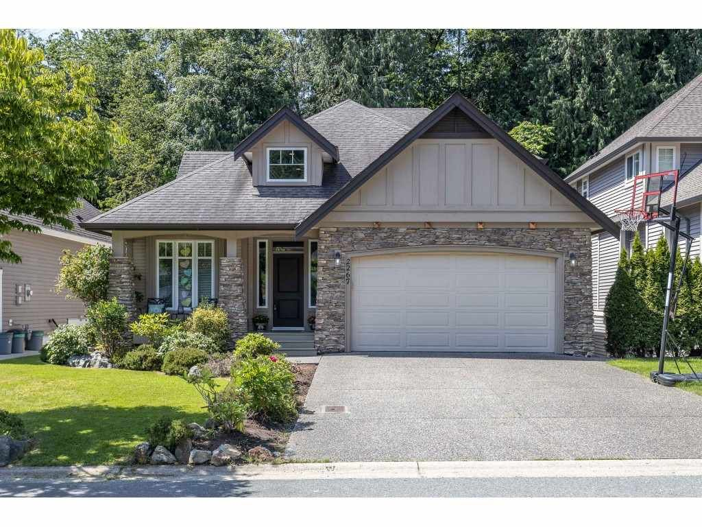 """Main Photo: 2267 CAMERON Crescent in Abbotsford: Abbotsford East House for sale in """"Deerwood Estates"""" : MLS®# R2467043"""