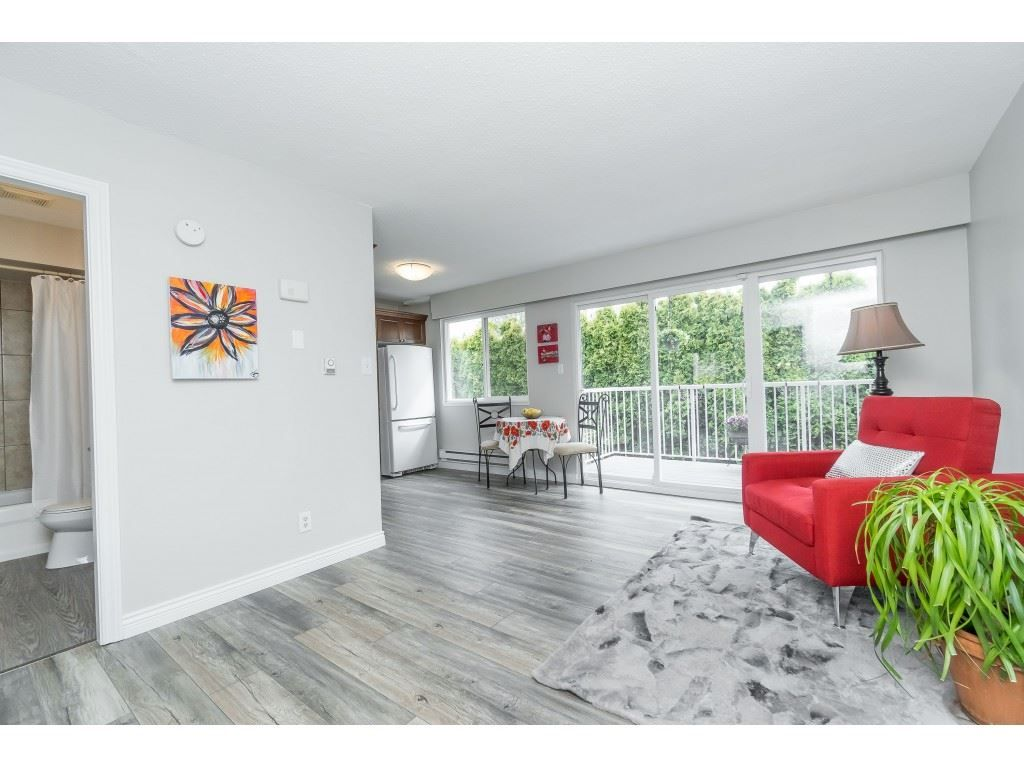 Welcome to #5 - 33900 Mayfair Ave., Abbotsford! Beautifully updated with brand new quality laminate and designer paint.