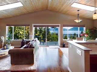 Photo 3: 1841 NORTH Road in Gibsons: Gibsons & Area House for sale (Sunshine Coast)  : MLS®# R2619808