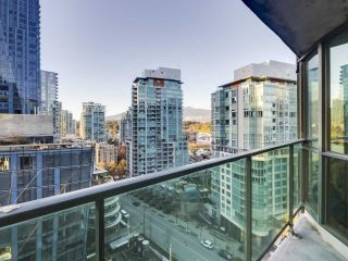 "Photo 10: 1305 588 BROUGHTON Street in Vancouver: Coal Harbour Condo for sale in ""HARBOURSIDE PARK"" (Vancouver West)  : MLS®# R2547204"