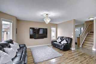 Photo 6: 813 Applewood Drive SE in Calgary: Applewood Park Detached for sale : MLS®# A1076322