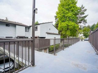 """Photo 4: 3 3370 ROSEMONT Drive in Vancouver: Champlain Heights Townhouse for sale in """"ASPENWOOD"""" (Vancouver East)  : MLS®# R2493440"""