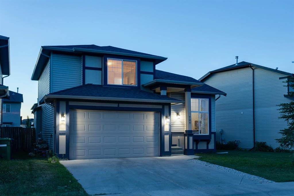 Main Photo: 704 Luxstone Square SW: Airdrie Detached for sale : MLS®# A1133096