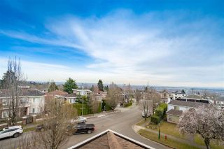 Photo 3: 2283 QUALICUM Drive in Vancouver: Fraserview VE House for sale (Vancouver East)  : MLS®# R2555878